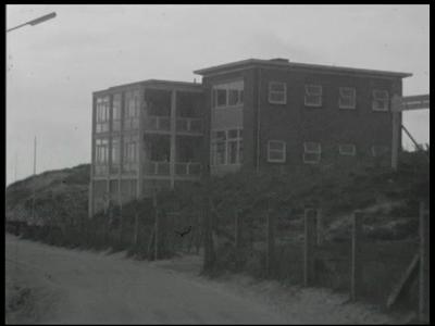 3379 BB09512 Een familiefilm van de familie Lamberts, met beelden van o.a.:- Het Emma Kinderhuis te Wijk aan Zee;- Twee ...