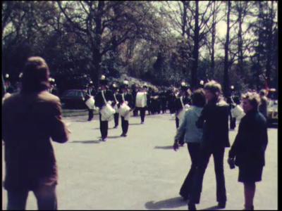 3655 BB03292 Een film rondom de viering van de bevrijding van Rijssen 30 jaar geleden, met beelden van een optocht ...
