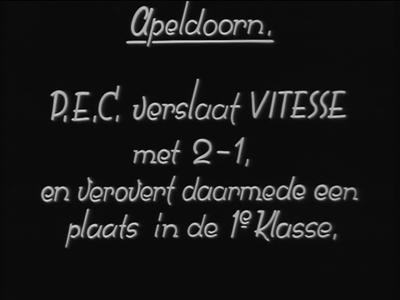3793 BB05699 Samenvatting: Filmjournaal van Polygoon over een voetbalwedstrijd in Apeldoorn tussen Vitesse uit Arnhem ...