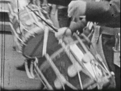 3957 BB10481 Een film rondom het bezoek van Juliana en Bernhard aan Deventer, met beelden van o.a. :- Paarden met ...