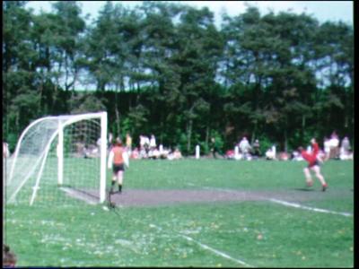 4244 BB03806 Film uit de Collectie Aaftink Holten.Beelden van een voetbalwedstrijd.De laatste minuut van de film ...