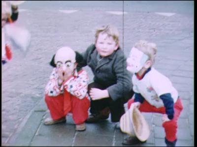 4253 BB03815 Film uit de Collectie Aaftink Holten.Carnaval in Holten, met beelden van verklede kinderen, ...