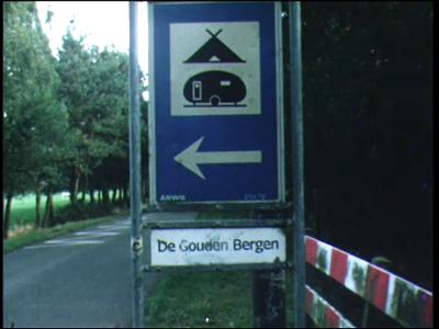 4262 BB03822 Beelden van kinderactiviteiten in het recreatie-oord De Gouden Bergen te Haarle, met een speurtocht, ...