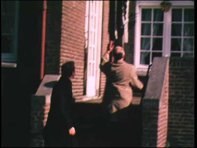 433 BB06757 Film rondom de aankomst van de heren van een Rotary club bij een hotel., 1977-00-00