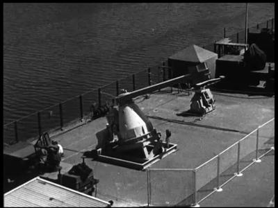 4359 BB05732 De film toont onder andere het transport van de eerste radarinstallatie van Schiphol vanaf de fabriek van ...