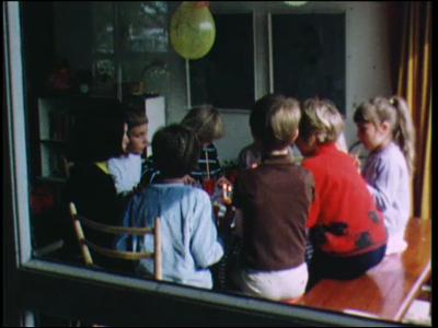 443 BB06767 Privéfilm van de familie Staal met beelden van kinderen aan het bootjevaren op het kleigat te Hengelo, een ...