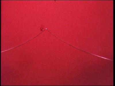 4467 BB07691 Een film rond de MTS te Deventer, met diverse beelden van o.a.:- Een paperclip wordt omgevormd tot de ...