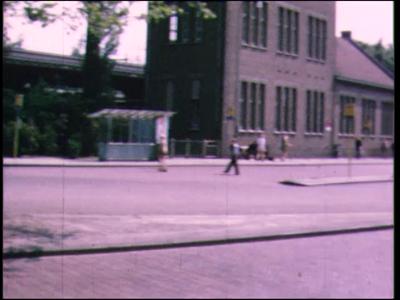 4475 BB07699 Een fraaie film rondom Deventer en de IJssel, met beelden van o.a.:- Het station;- Met de auto op rit door ...