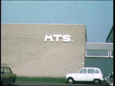4478 BB07702 Een film rond de Deventer MTS met uiteenlopende beelden van o.a.:- Het schoolgebouw;- De tekst 'Studie' ...