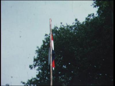 4856 BB04306 Twee fimpjes rond een stichtingsweekend in de jaren 1974 en 1979, met in het eerste beelden van scouts, ...