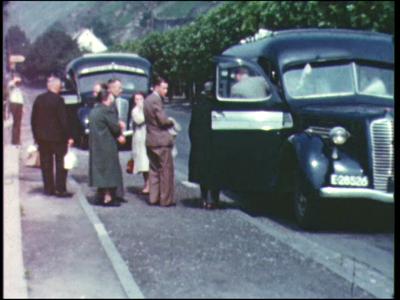 4879 BB04912 Film van Schutte's Tours voor promotie reizen.Deel 1 kleur:Personeelsreisje in 1961 op de Rijn. De ...