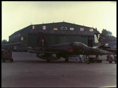 4935 BB05775 Van een NAVO oefening in het Belgische Elsenborn wordt gebruik gemaakt om een radarinstallatie van Holland ...