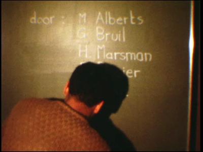 5020 BB07710 Een film van en met leerlingen van de Deventer MTS rond het leven van een clochard, met beelden van- De ...