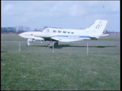 5030 BB07720 Een film rond het vliegveld bij het Gelderse Teuge, tussen Deventer en Apeldoorn, met beelden van o.a. :- ...