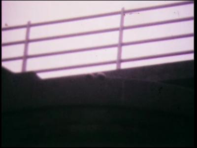 5035 BB07725 Een film van en met leerlingen van de Deventer MTS, met beelden van:- De IJsselbrug;- Leerlingen onder de ...