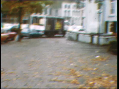 5042 BB07732 Een film rond een pingpongballetje, met beelden van:- De Deventer binnenstad in de herfst;- Een ...