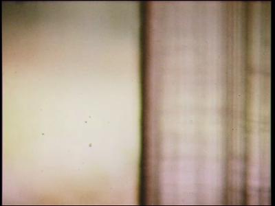 5047 BB07737 Een film met beelden van:- De tekst 'De Sluis';- Een leerling is aan het eten en maakt daarbij alles ...