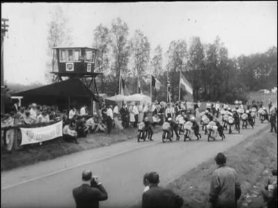 5354 BB03390 Reportage van het Polygoon-journaal over de internationale motorraces in Tubbergen op tweede Pinksterdag ...