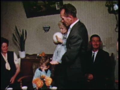 5981 BB04361 Familiebeelden en opnames in een restaurant., 1960-00-00