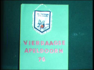 6481 BB03429 Een film met meerdere onderwerpen:- De vierdaagse van Apeldoorn;- Kindercarnaval;- De avondvierdaagse in ...