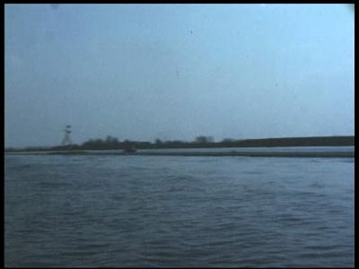 6709 BB07165 Een bedrijfsfilm van kunststofproducent Wavin uit Hardenberg, rondom het transport over water van buizen, ...