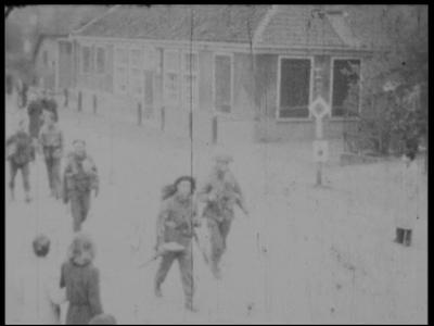 7086 BB03945 Samenvatting:Privé-opnames van de intocht van Canadese troepen tijdens de bevrijding van Zwolle op 14 ...