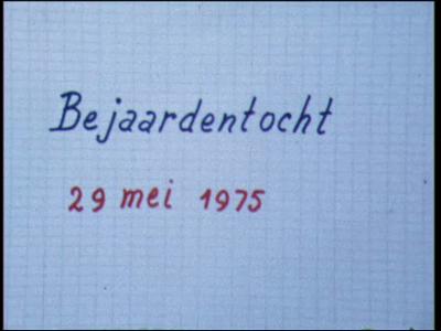 7633 BB03469 Het leven in de buurtschap Spoolde.0:00:00 Bejaardentocht op 29 mei 1975 naar de Veluwe. Vanuit de bus ...