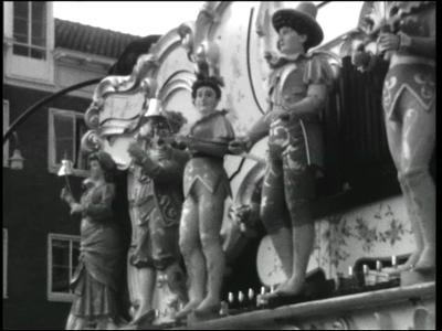7684 BB04001 Een film met beelden van een Perlee draaiorgel tijdens een kermis, het Hengelose winkel centra en het ...