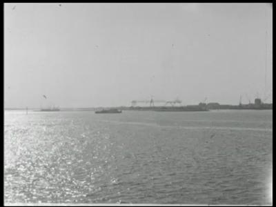 7900 BB08053 Vier familiefilmpjes van de familie Lamberts.1. Belicht 31-1-1961:- Een haven;- Een boot met vlag;- Een ...