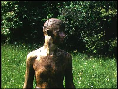 7901 BB08054 Zes familiefilmpjes van de familie Lamberts.1. Modder:- Een jongen bedekt met modder;- Een meisje eveneens ...