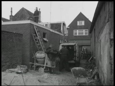 7903 BB08056 Acht familiefilmpjes van de familie Lamberts.16. Zomer 1963:- Bouwvakkers bezig met de verbouwing van het ...