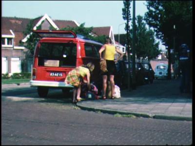 8246 BB04030 Wedstrijdbeelden van atletiekvereniging P.E.C. Zwolle.Estafettekamp vrouwen in Vught.- 4 x 100 meter; 1e ...