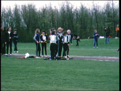 8247 BB04031 Wedstrijdbeelden van atletiekvereniging P.E.C. Zwolle.Juniorentournooi in Lelystad en Emmeloord.