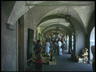 8455 BB08075 Tien familiefilmpjes van de familie Lamberts.12 Locarno 26-7-1972:- De markt van Locarno tijdens de ...