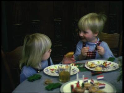 8456 BB08076 Tien familiefilmpjes van de familie Lamberts.1. Marnix' verjaardag ('72+3-02):- Herfst '72;- Marnix en ...