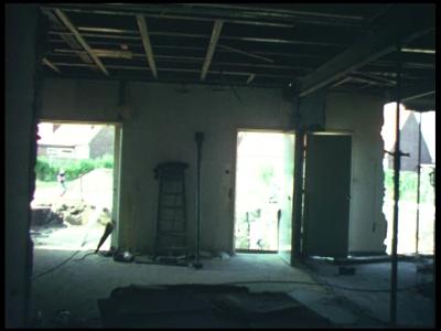 8461 BB08081 Twee familiefilmpjes van de familie Lamberts.1. Almelo (6-09):- Een verbouwing beneden in een huis;- Het ...