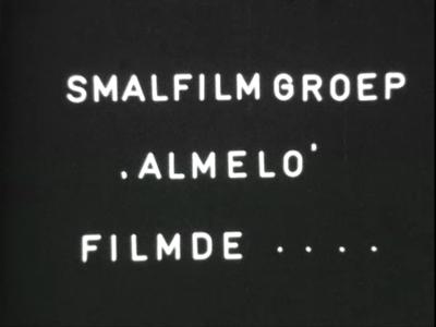 8877 BB05310 Kleine komische speelfilm van de Smalfilmgroep Almelo.Man gaat 's ochtends naar zijn kantoor. Daar ...