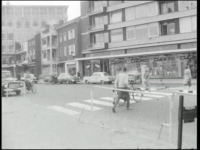 8966 BB06742 Een film rond een uitstapje vanuit Hengelo naar het Duitse Kaiserpfalz, met beelden van o.a. het perron ...