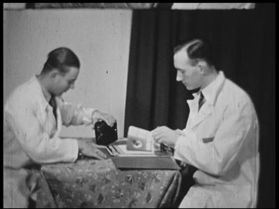 8974 BB06750 Samenvatting:Film over Berlijn in de jaren dertig, voorzien van Nederlandse tussentitels, gemaakt door een ...