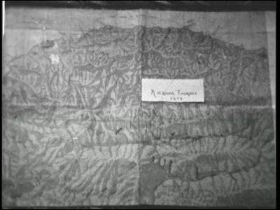 9138 BB02117 Een film rond het afscheid van hoofdonderwijzer Ten Brug van de School met de Bijbel te Hulsen, bij ...