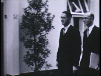 9227 BB00001 Een film rond de opening, op 3 september 1954, van het Kardinaal van Rossumhuis aan de Bitterstraat nummer ...