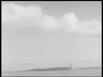 9450 BB02140 Een film van de Heemaf met beelden van tinbaggermolen Karimata in bedrijf op de Waddenzee, waar het op ...