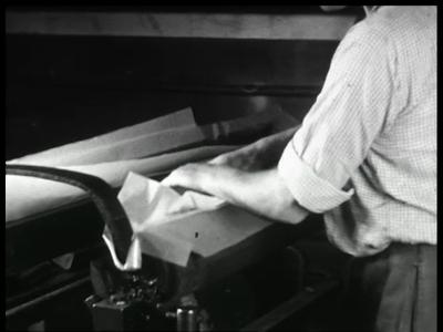 9467 BB02157 Een film van de Heemaf met beelden van de motor productie.