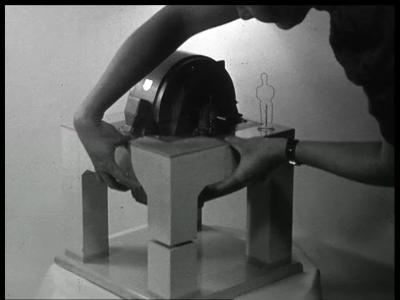 9468 BB02158 Een film van de Heemaf met beelden van de motor productie.
