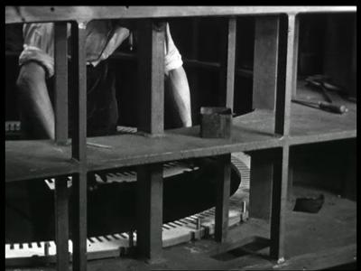 9469 BB02159 Een film van de Heemaf met beelden van de motor productie.