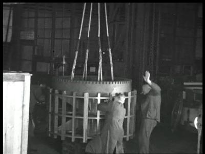 9470 BB02160 Een film van de Heemaf met beelden van de motor productie.