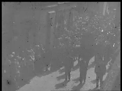 9473 BB02163 Een film van de Heemaf met beelden van een palmpasenoptocht onder begeleiding van een muziekkorps met ...