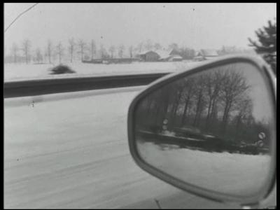 9502 BB02722 BelgiëGladheidsbestrijding in België0:00:02Beelden van een autorit in de sneeuw worden enkele malen ...