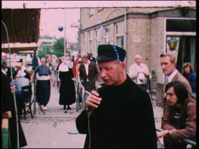 9809 BB02175 Een film rond de Raalter Botermarkt tijdens de Stöppelhaene, met beelden van diverse oude ambachten, zoals ...