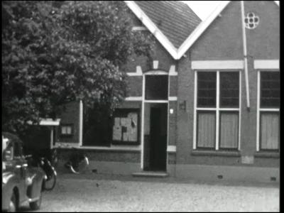 9812 BB02178 Een zg. Adolfsfilm rondom het Twentse kerkdorp Saasveld in de gemeente Dinkelland, gemaakt in opdracht van ...